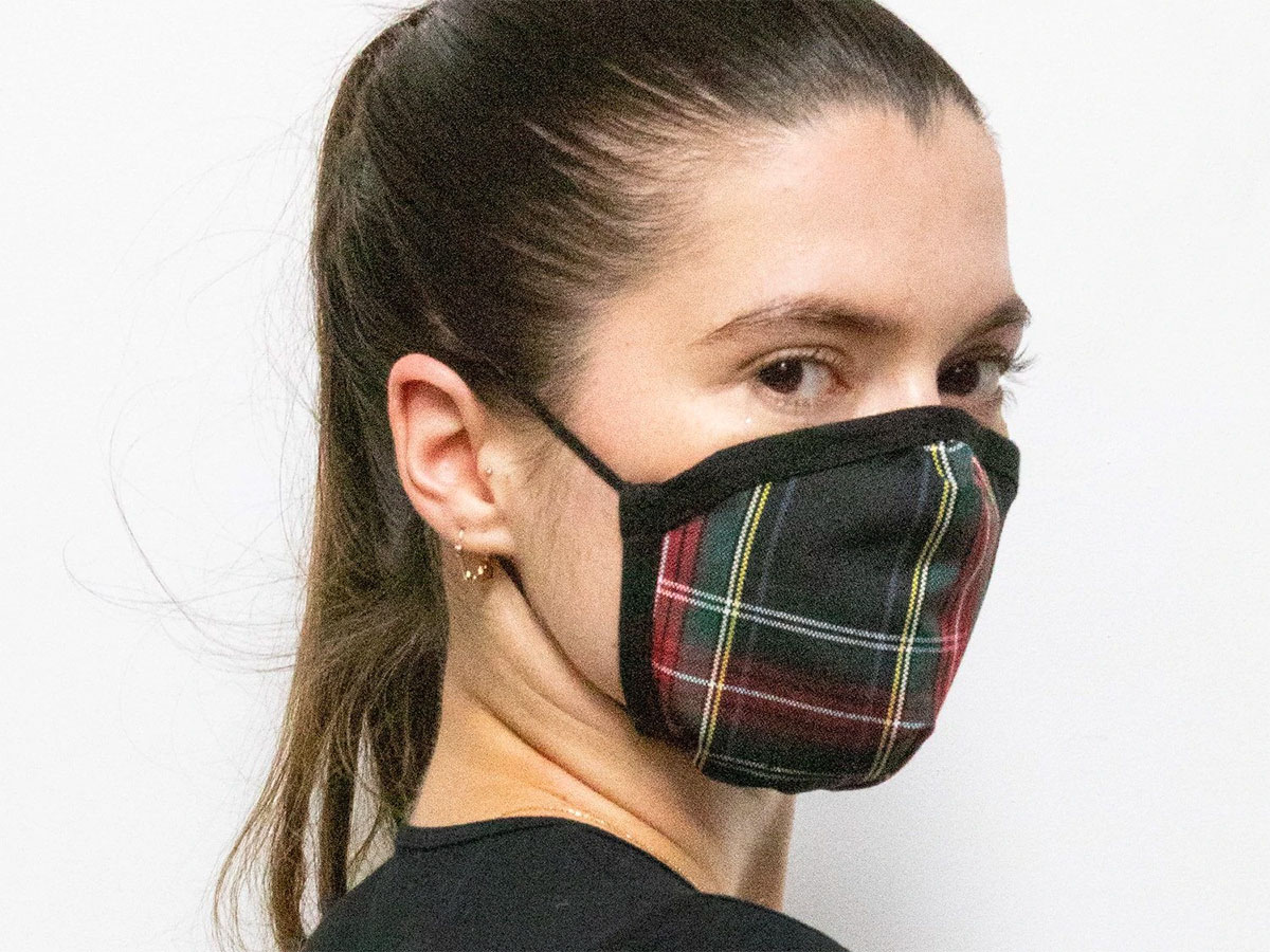 This simple (and stylish) plaid mask